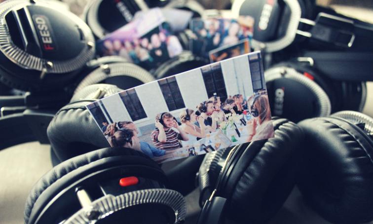 Feesten met hoofdtelefoons